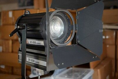 Lishuai (Fotodiox) DY-200 200W LED Fresnel Light Spotlight in New Condition