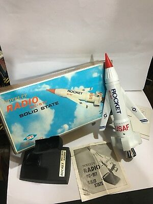 VINTAGE NOVELTY ROCKET RADIO   AM(MW)- BAND FROM THE 1970s Boxed