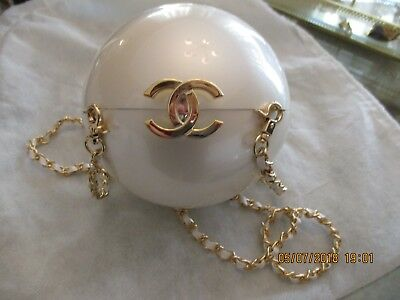 2c1f68538df8 Nwot Rare Chanel Cc Runway Chain Pearl Bag Clasp Limited Exclusive Vip Gift  !