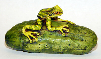Harmony Kingdom Artist Neil Eyre Designs Tree Frog Toad Cucumber Pickle LE 50