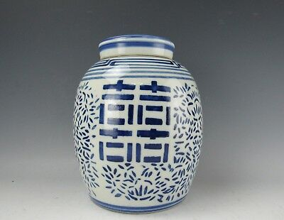 Large Chinese Antique Blue and White Ginger Jar With Lid 9 Inches High Shuangxi