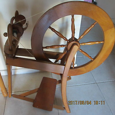 ASHFORD Spinning wheel Traditional with lazy kate and 4 bobbins