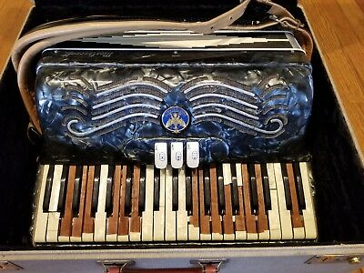 Mastercraft Babygrand / Baby Grand Black and White Mother of Pearl Accordion