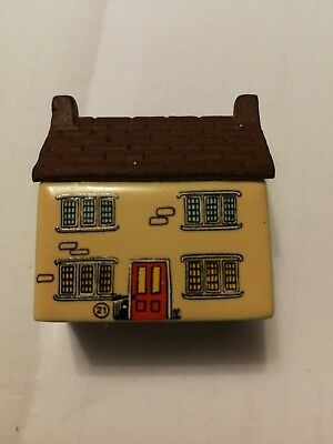 "Wade Whimsie Village- Whimsey-On-Why 1982 No 21 ""broomyshaw Cottage"""