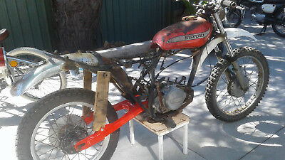 Suzuki TS 250 1975 Speedway project roller with rare spares