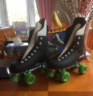 STUNNING ORIGINAL 1980s ROLLER BOOTS SIZE 7 (41) UNUSED AS BEEN IN STORAGE
