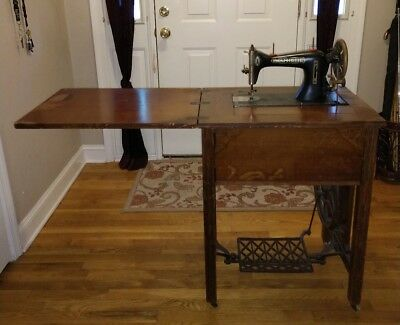 1925 Antique New Home Sewing Machine with all original pieces in great condition