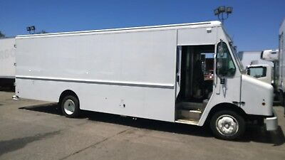 Freightliner 22ft Step van MT45 MT55 Box lunch truck P1000 P1200 parcel delivery