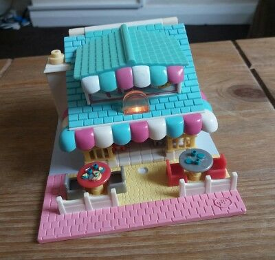 Vintage polly Pocket Lightup Pizzeria 1993. 100% Complete.
