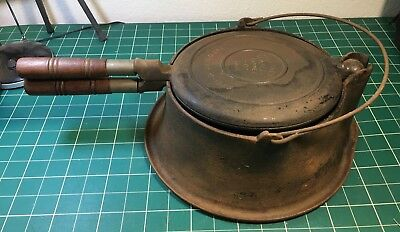 Vintage Wagner Ware Sidney -0- #1408 Cast Iron Waffle Maker With Stand