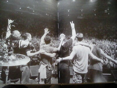 Pearl Jam 2010 Gig End Eddie Vedder 45x27cm Double Page from Book to Frame?