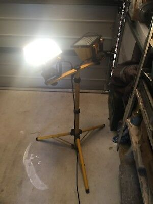 Halogen Tripod Work Light Dual Globe