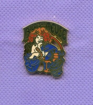 Superbe Pins  Biere Meuse  Pin Up Serie Limitee 500 P  Zamac  Smap  R474