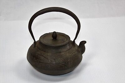 Japanese-Cast-Iron-Vintage-Small-Teapot-with