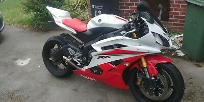 2007 Yamaha R6 - 57 reg - White and Red - Akrapovic exhaust - Low miles