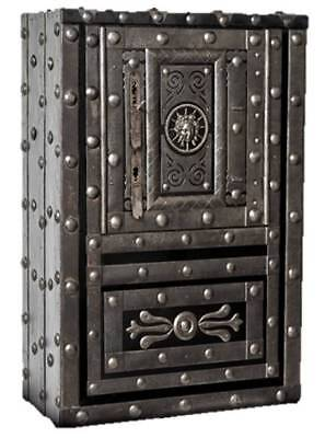 1790/1820 Italian hobnail safe, perfectly working 3 keys lock, great condition