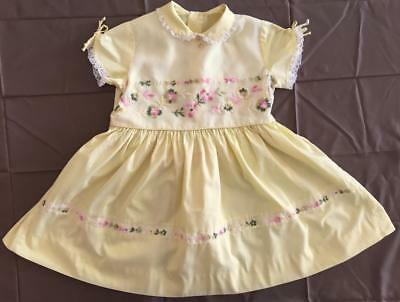Vintage 1950s Yellow Short Sleeve Full Skirt Cotton Embroidered Dress 28 Breast