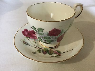 Roslyn Bone China Cup And Saucer England    White/red Roses