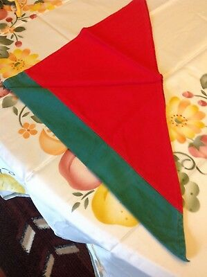 Boy Scouts OF CANADA NECKERCHIEF GREEN &  RED   VERY NICE