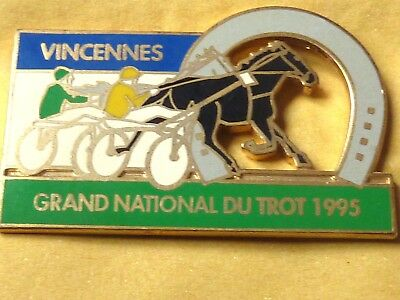 Pin's Animaux  Cheval Grand National Du Trot Vincennes