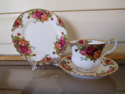 """Royal Albert """"Old Country Roses"""" Trio England 1960s"""