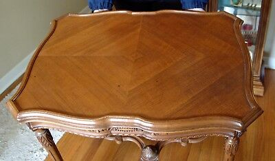 BEAUTIFUL VINTAGE FRENCH PROVINCIAL CARVED WALNUT TABLE 1930-40s SIDE END