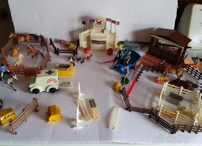 Keenway horse stable International Horse Show Association playset over 90 pc