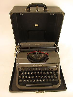 Vintage 1948 Underwood Universal Portable Typewriter F1898403