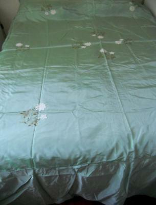 Vintage Green Silky Taffeta King Bedspread White Lace Flowers Embroidered Leaves