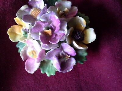 ENGLISH FINE BONE CHINA TABLE CENTRE BROOCH ( box 7)