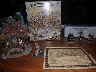 Boyd's Bearly Built Villages Cocoa's House of Chocolates and accessory lot