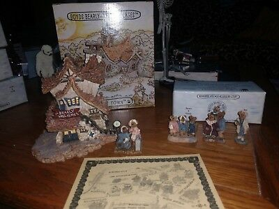 Boyd's Bearly Built villages Bearly well clinic and accessory lot