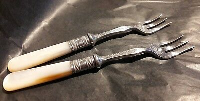 2x Silver Plated Pickle Forks, Matching Pair 11.5cm Long Mother of Pearl Handles