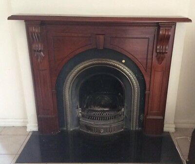 FIREPLACE FIREBOX WITH ARCHED BLACK CAST IRON INNER TIMBER MANTLE Jk