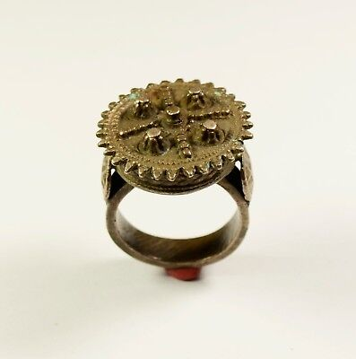 Byzantine To Medieval Bronze Ring With Crown Shaped Bezel - Wearable / Superb