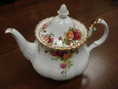 Royal Albert Old Country Roses LARGE TEA POT w. small crack Made In England OCR