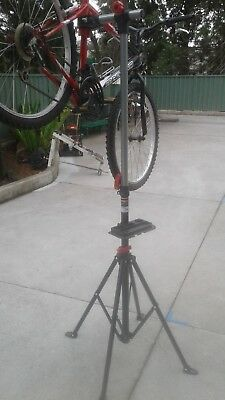 Bikemate 2015 Push bike work stand- been used once( w2 type heavy duty)