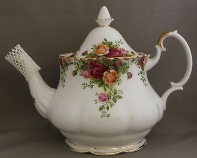 """Royal Albert - ******Large Teapot****** - """"Old Country Roses"""" - Made in England."""
