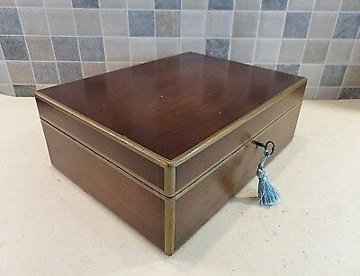 EARLY 20thC SOLID MAHOGANY BOX WITH 5 COMPARTMENT LIFT OUT TRAY - LOCK & KEY