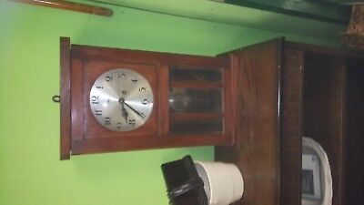 old clock no  key   in very good condition