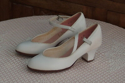 """VTG CAPEZIO Children White Leather Dancing shoes w/1.5""""Heels, size 1M, Pre-owned"""
