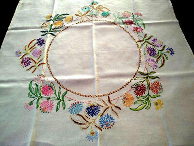 Wonderful Flower Circle ~ Vintage Hand Embroidered Tablecloth
