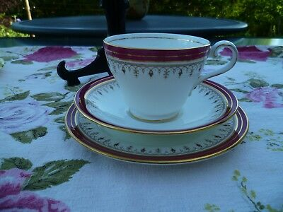 Lovely Aynsley English China Trio Tea Cup Saucer Plate Red Durham 1646