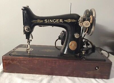 Vintage, Singer electric  portable sewing machine with the case