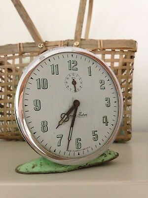 Vintage retro wind up alarm clock pastel green patina 60/70 collectable Smith Al