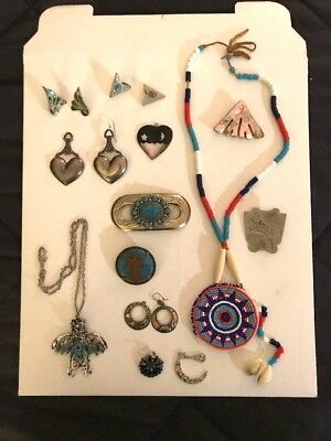Lot of 17 Pieces Vintage Jewelry Beautiful Mixture