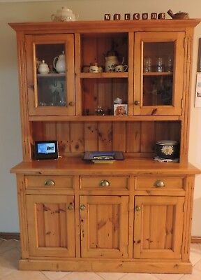 Buffet and Hutch - Kitchen or dining room - generous storage and great condition