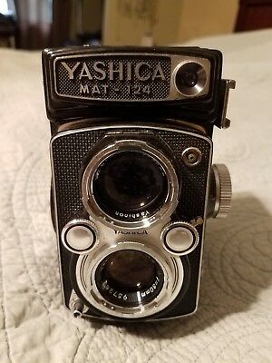 Yashica MAT-124 Medium Format TLR Film Camera w/ Leather Case