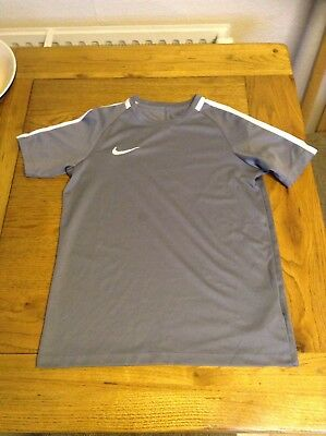 Nike Dry Fit T Shirt 12-13 Years