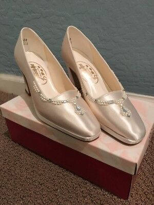 Touch ups Bridal Heels. Ivory. Size 7